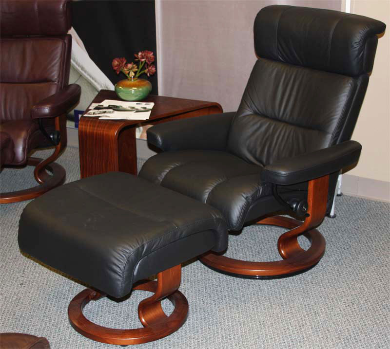 Captivating Stressless Savannah Black Paloma Leather Recliner Chair And Ottoman By  Ekornes