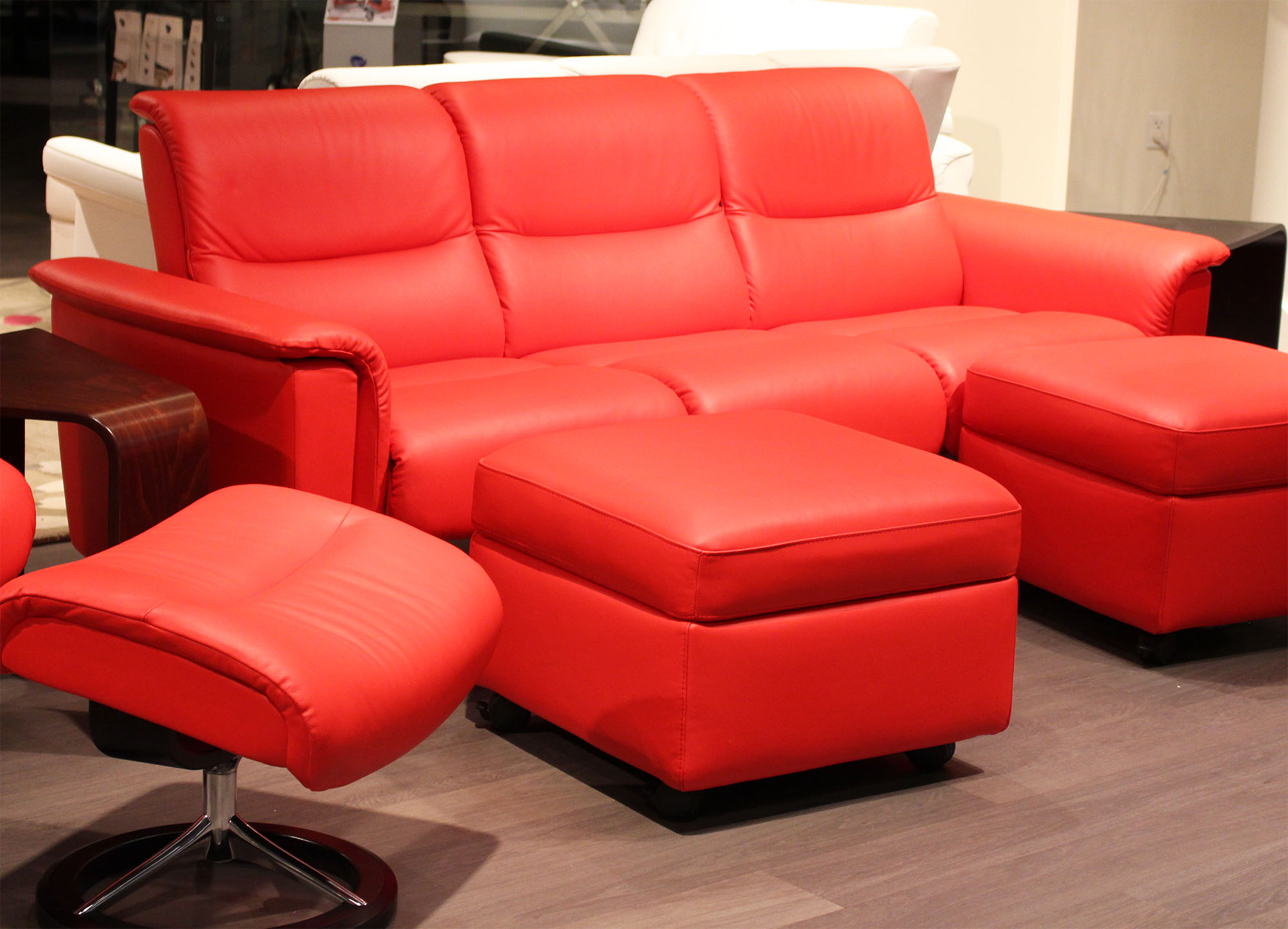 Stressless paloma tomato leather by ekornes stressless for Paloma leather sofa