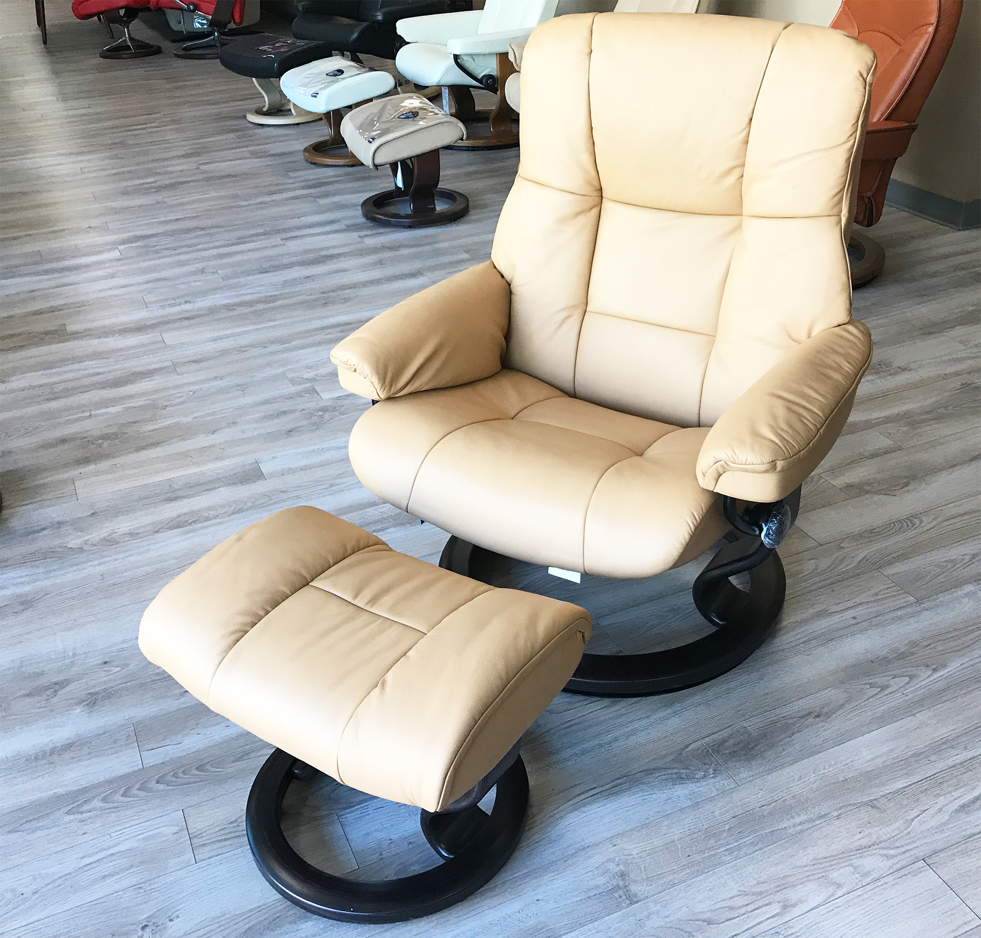 Enjoyable Stressless Mayfair Paloma Pearl Leather Recliner Chair And Ottoman By Ekornes Ncnpc Chair Design For Home Ncnpcorg